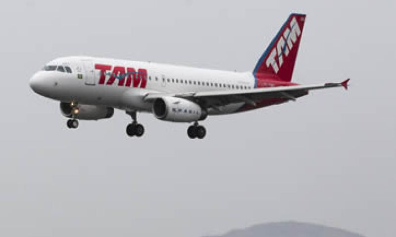 Entre los beneficios a los que podrán acceder de manera paulatina tanto los pasajeros de LAN como de TAM, están la mayor conectividad, mejores itinerarios y frecuencias. (Foto: AP)