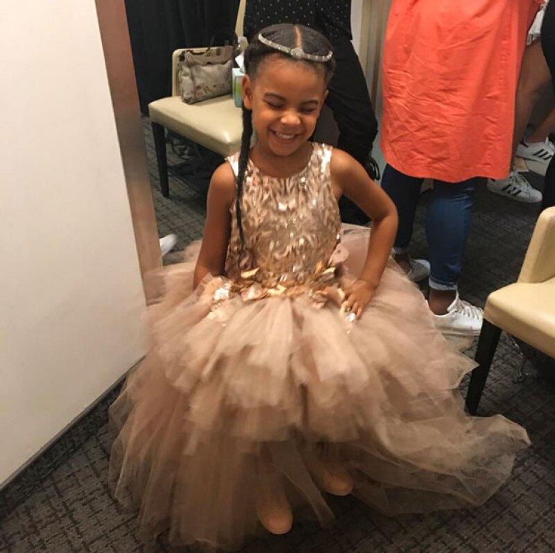 Beyoncé no dudó en presumir a su pequeña y su princess look.