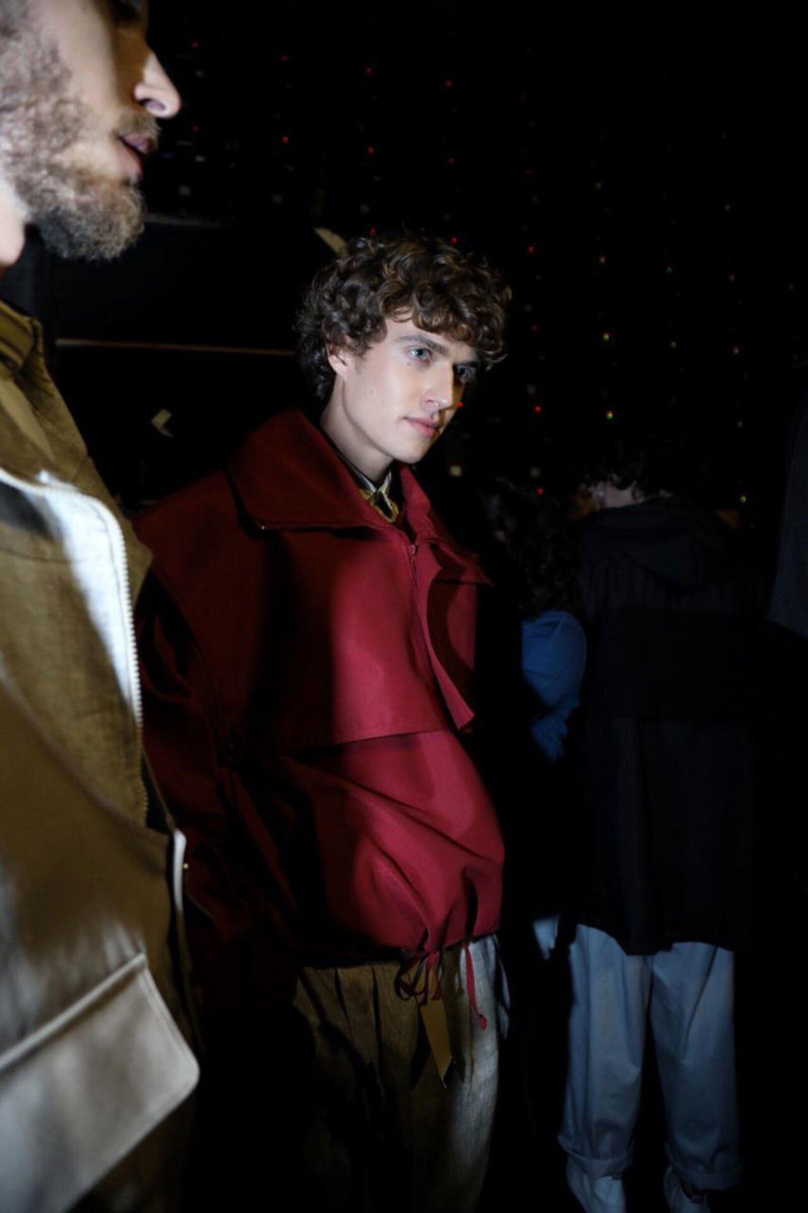 Boyfriends-Shirt-MBFWMx-Red-Jacket-Backstage
