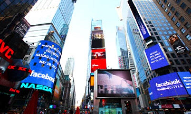 La acción de Facebook debutó en el Nasdaq a un precio de 38 dólares.  (Foto: AP)