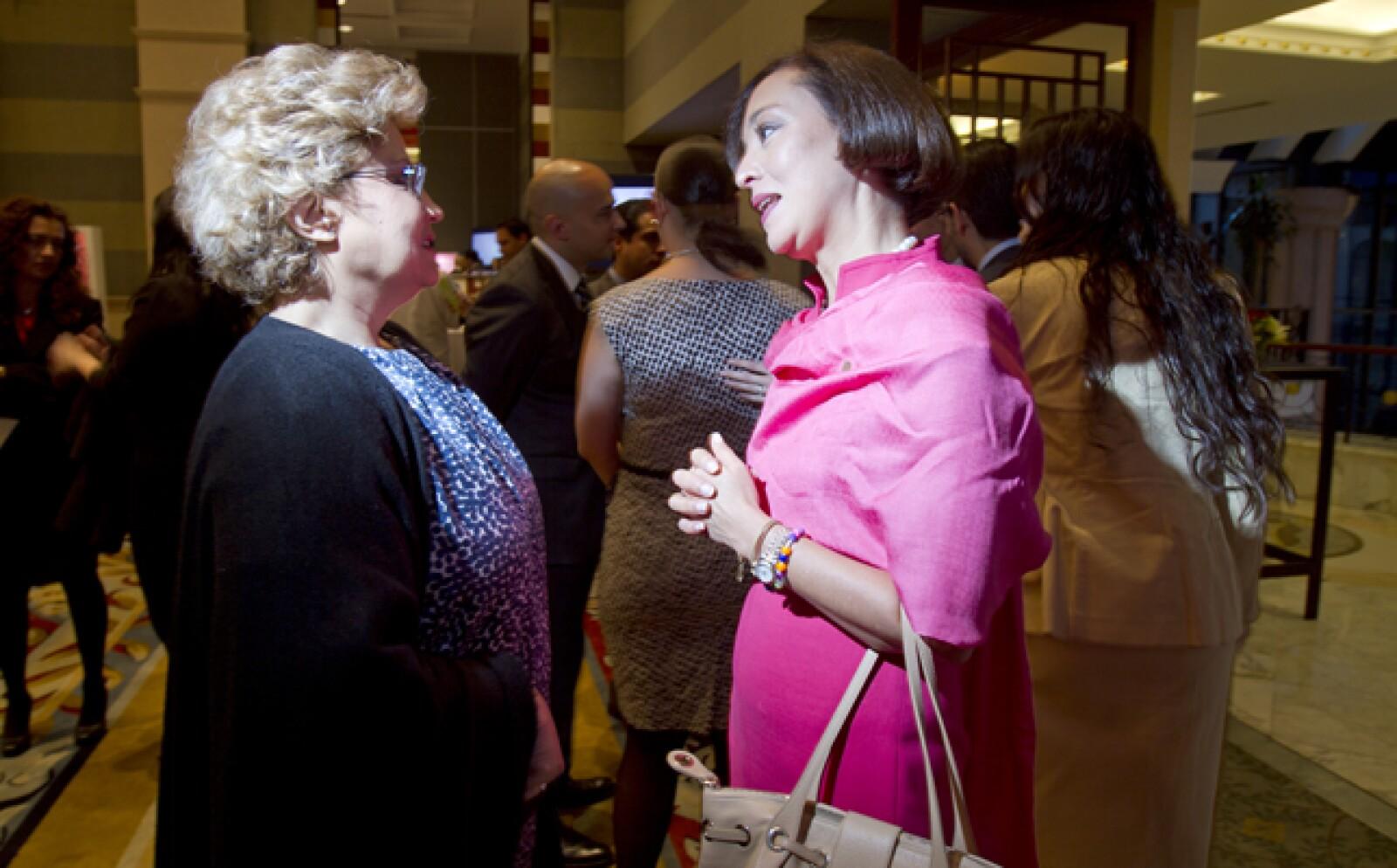 Las ejecutivas que integran el ranking Las 50 mujeres más poderosas de la revista Expansión fueron recibidas por la VP editorial de Grupo Expansión, Rossana Fuentes. En la imagen, con Gabriela Hernández (der.), presidenta de GE y número 5 del listado.