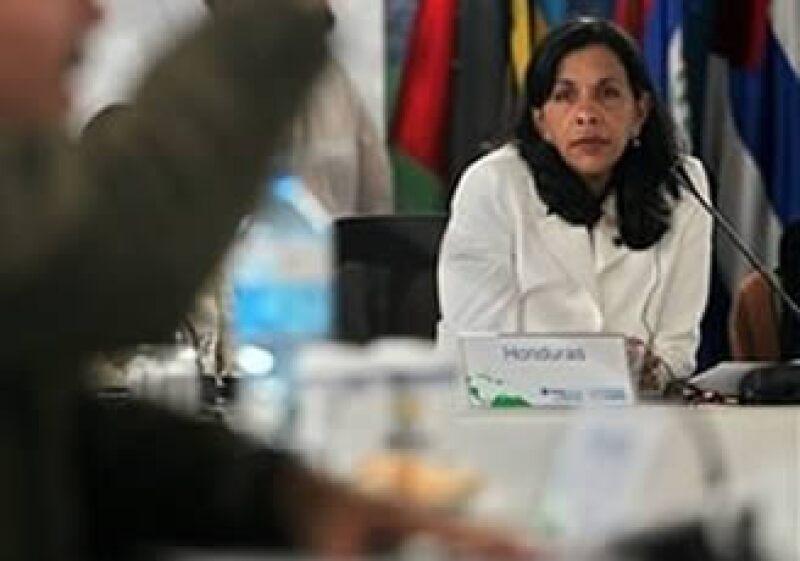Patricia Rodas (der.) viajará a la Cumbre del Sistema de Integración Centroamericano en Managua, Nicaragua.  (Foto: AP)