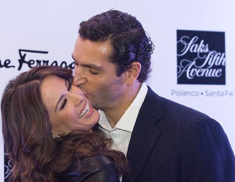 Jacky Bracamontes y Martín Fuentes también anunciaron su embarazo gemelar.
