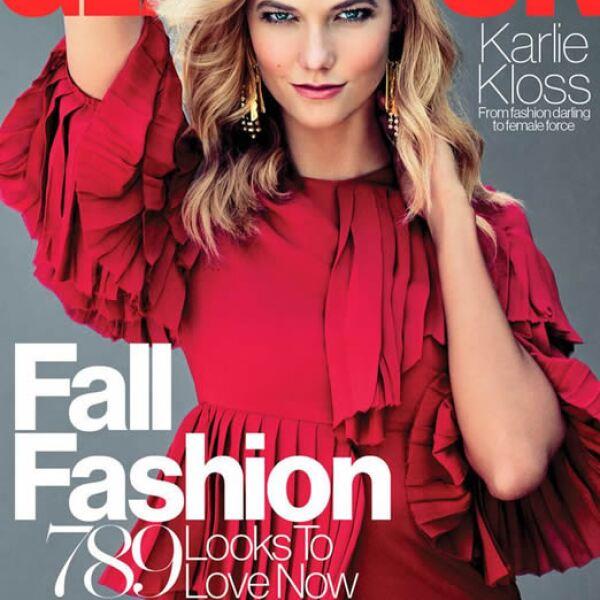 Glamour: Karlie Kloss también fue protagonista de dos portadas este mes. Aquí con un vestido de Gucci y fotografiada por Tom Munro.