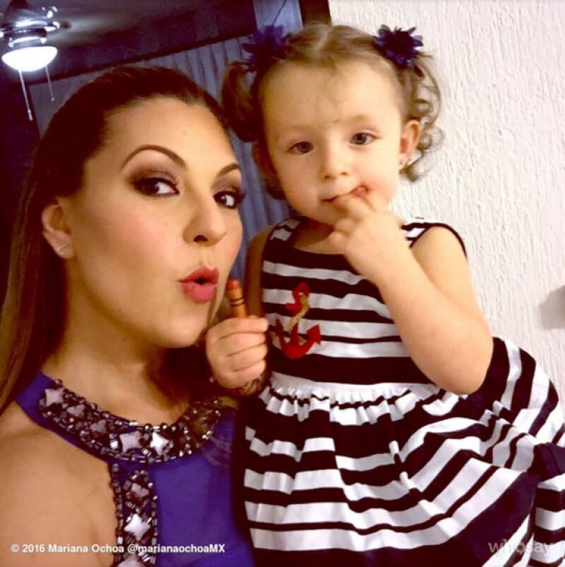 La cantante publicó en Instagram un par de fotografías en las que se veía el disfraz de la pequeña Valentina como parte de un evento escolar.
