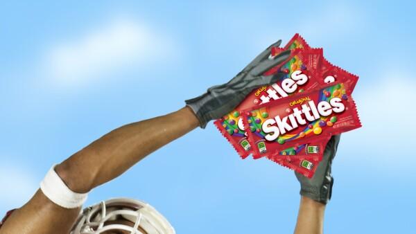 El video que deja claro que hacer tus propios Skittles es imposible