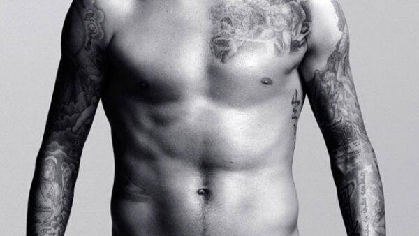 El ex futbolista y modelo se ve más hot que nunca a sus 40 años.
