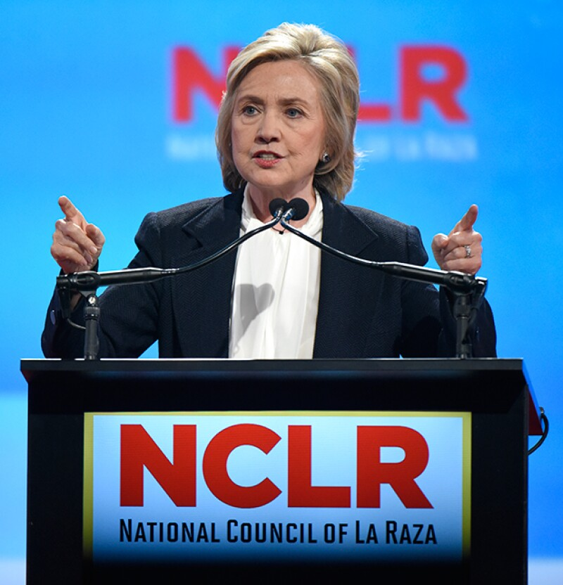 La contendiente a la candidatura presidencial por el partido demócrata fue contundente y pidió al empresario poner fin a sus descalificaciones contra los inmigrantes.