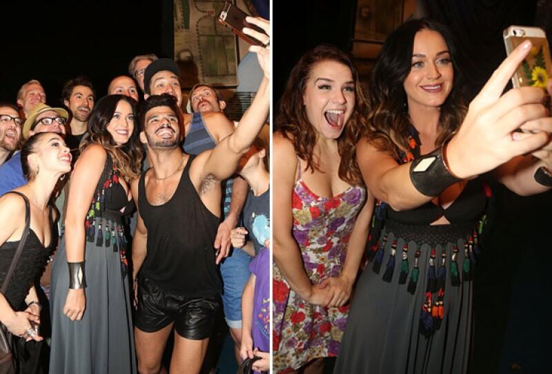 La guapa cantante de 30 años convivió con sus fans durante su estancia en el teatro.