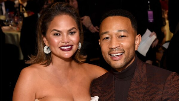 Chrissy Teigen y John Legend durante los Critic's Choice Awards. (Getty Images)