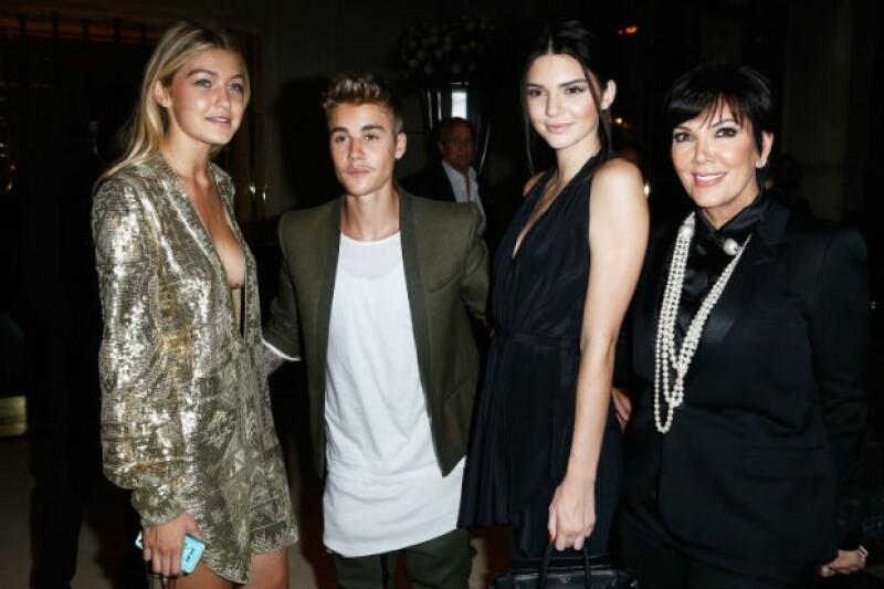 Justin de fiesta en París con Gigi Hadid, Kendall Jenner y Kris Jenner.