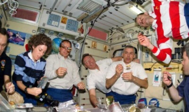 Los astronautas comparten su espacio con patógenos bacteriales oportunistas, de acuerdo con evidencias recabadas recientemente. (Foto: NASA)