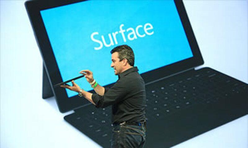Mike Angiulo, vicepresidente de ecosistemas de PC, presentó Surface el lunes 18 de junio.  (Foto: Cortesía CNNMoney)