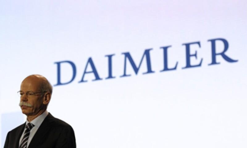 Daimler ofrecería sus acciones a un precio de entre 36.20 euros y 37 euros por papel. (Foto: AP)