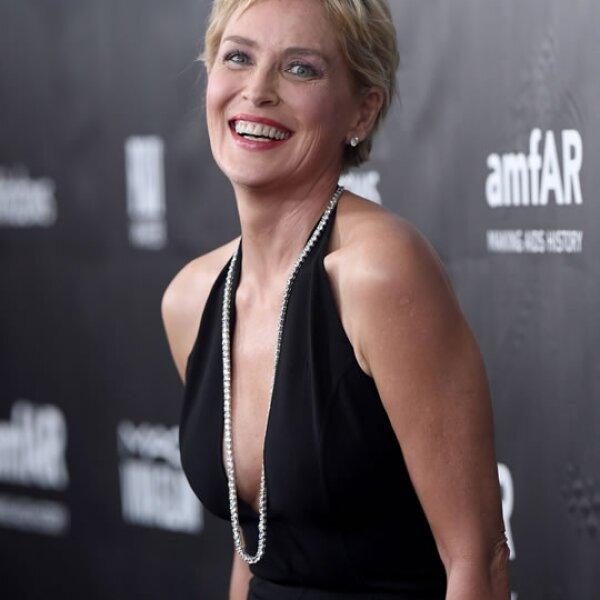 Con 57 años, Sharon Stone continúa cautivando Hollywood con su forma divertida, elegante y sexy.