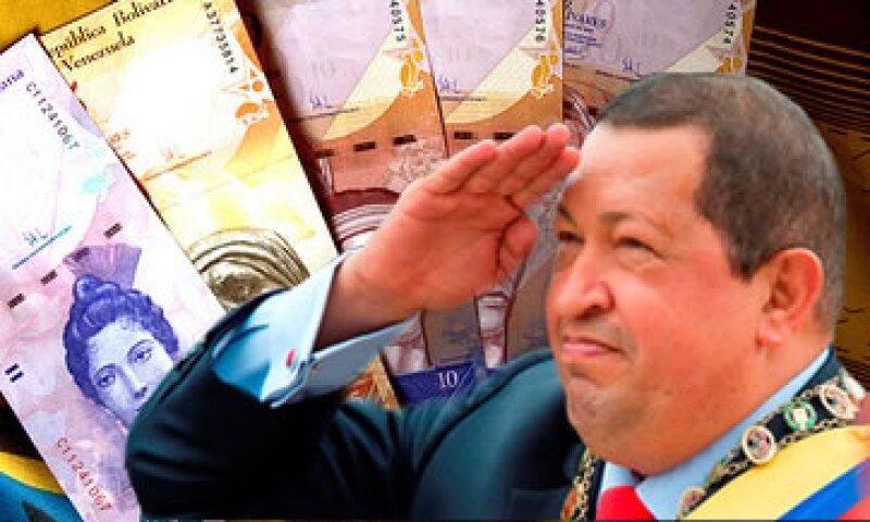 A inicios de año Venezuela devalúo 32% su moneda que favorecerá a la Petrolera, pero afectaría a la inflación. (Foto: Especial)