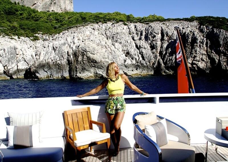 Beyoncé luciendo cuerpazo a bordo de un lujoso yate por las costas italianas.