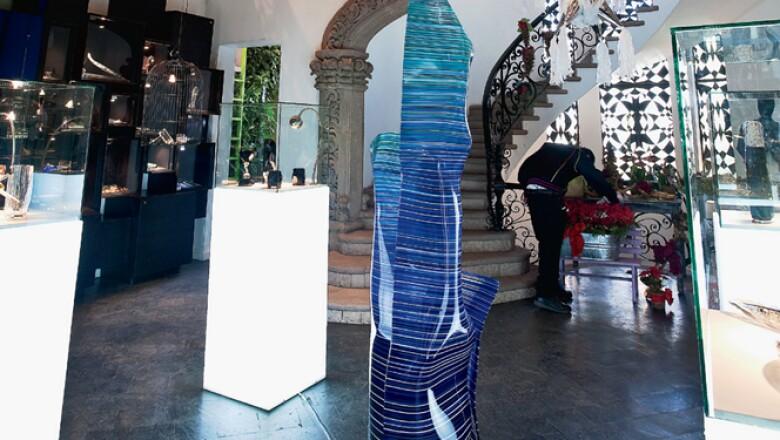Common People es una de las 'concept stores' más grandes de la ciudad de México, se encuentra adaptada dentro de una casona antigua, que evoca, a las grandes tiendas de esta corriente en Milán y París.