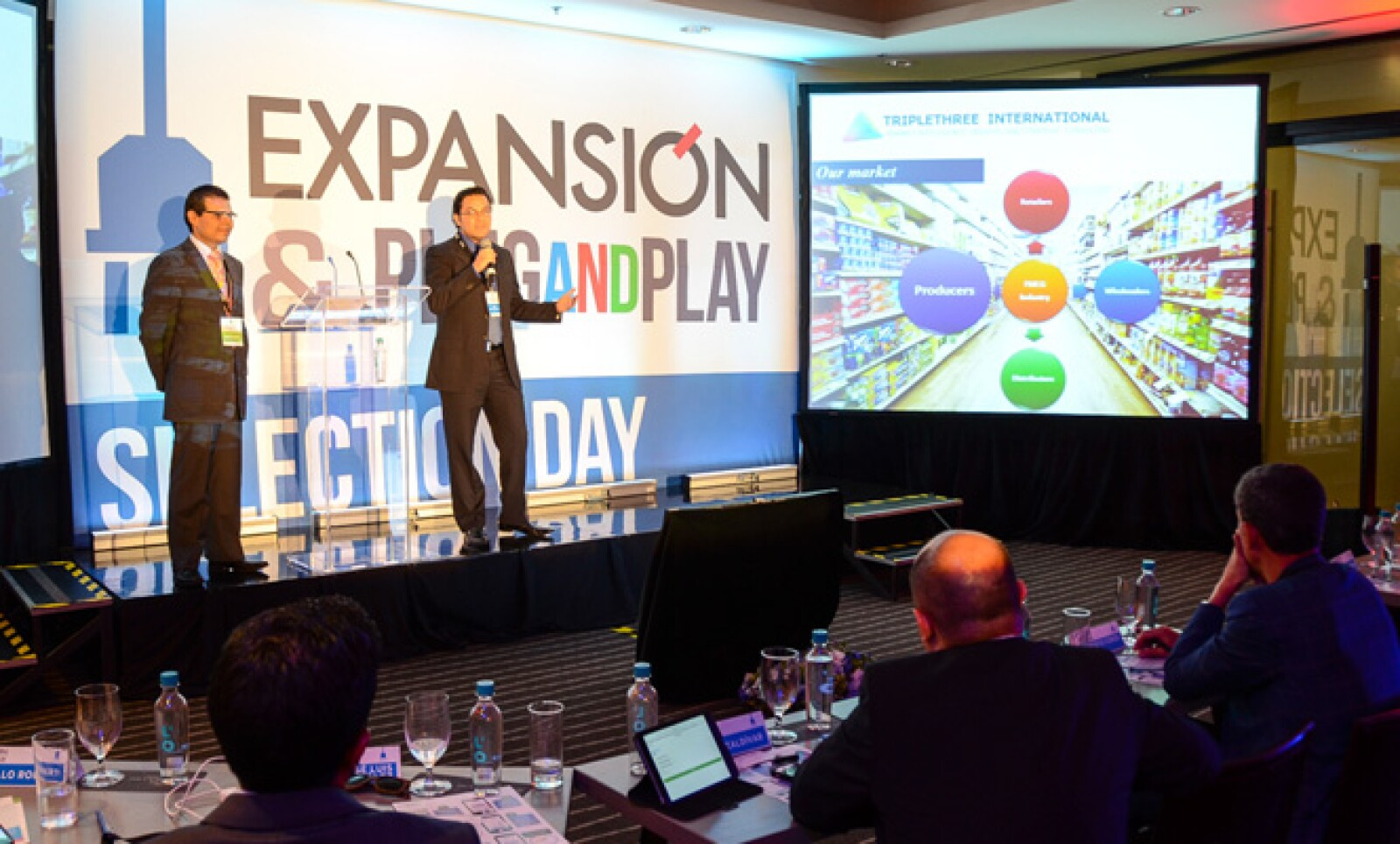 Iván Franco y Alejandro Covarrubias presentaron su empresa de inteligencia de mercados que provee de información y análisis sobre los precios de diversos bienes de consumo.
