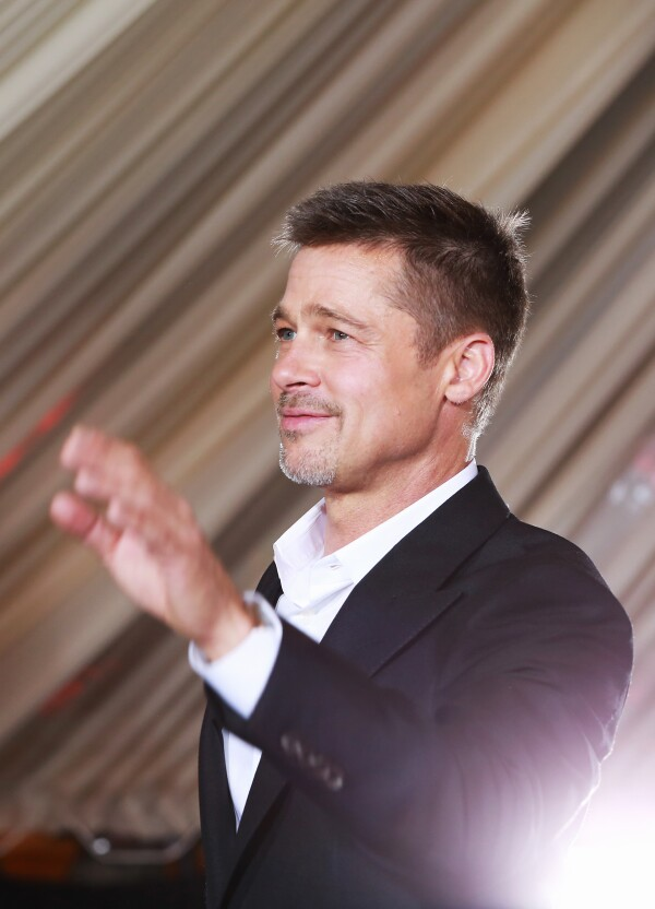 Brad Pitt sin anillo de casado