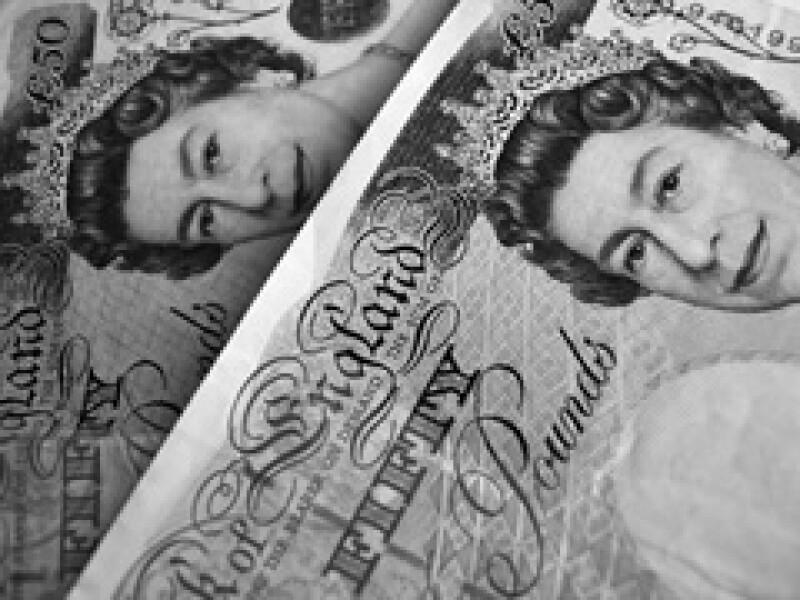 Reino Unido emite su deuda soberana en libras, por lo que puede emitir el dinero que falte para pagarla.  (Foto: Especial )