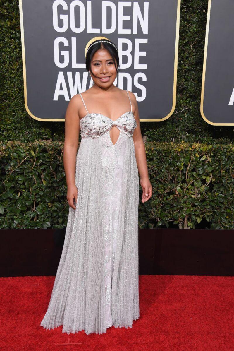 El look de Yalitza Aparicio en los Golden Globes divide opiniones 2531b021add5