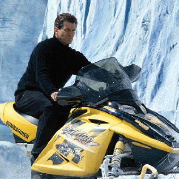 En la película 'Die Another Die', Bond necesita robar este trineo eléctrico, de manufactura canadiense, que puede alcanzar 100 kilómetros por hora.