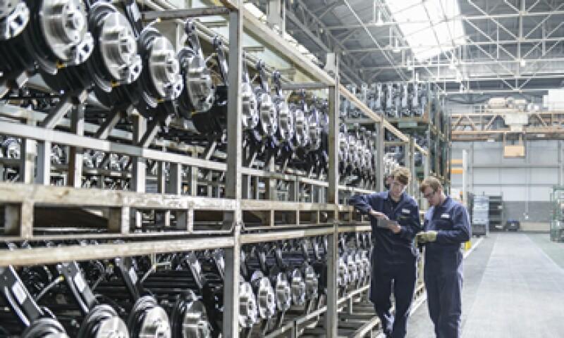 En los últimos cinco años, 44% de las inversiones de Alfa fueron para su división de autopartes, Nemak. (Foto: Getty Images)