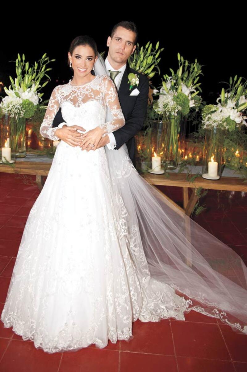 Así lucieron Jorge Emilio González y María Couttolenc el día de su boda, en mayo de 2014.