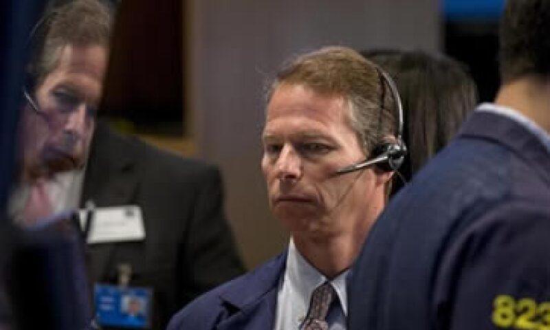 El Dow Jones y el S&P 500 pierden más de 1% este viernes. (Foto: Reuters)