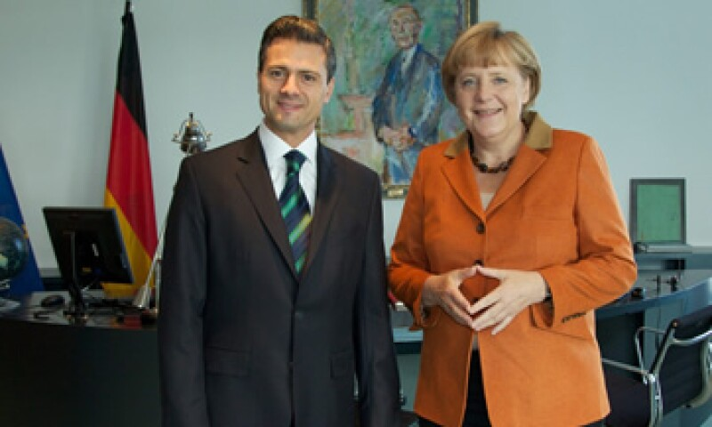 El presidente electo de México y la canciller alemana, Angela Merkel, se pronunciaron porque se solucione la crisis en Europa. (Foto: Notimex)