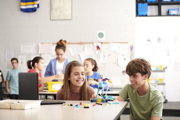 LEGO mezcla ladrillos y STEAM para fomentar la confianza de los estudiantes