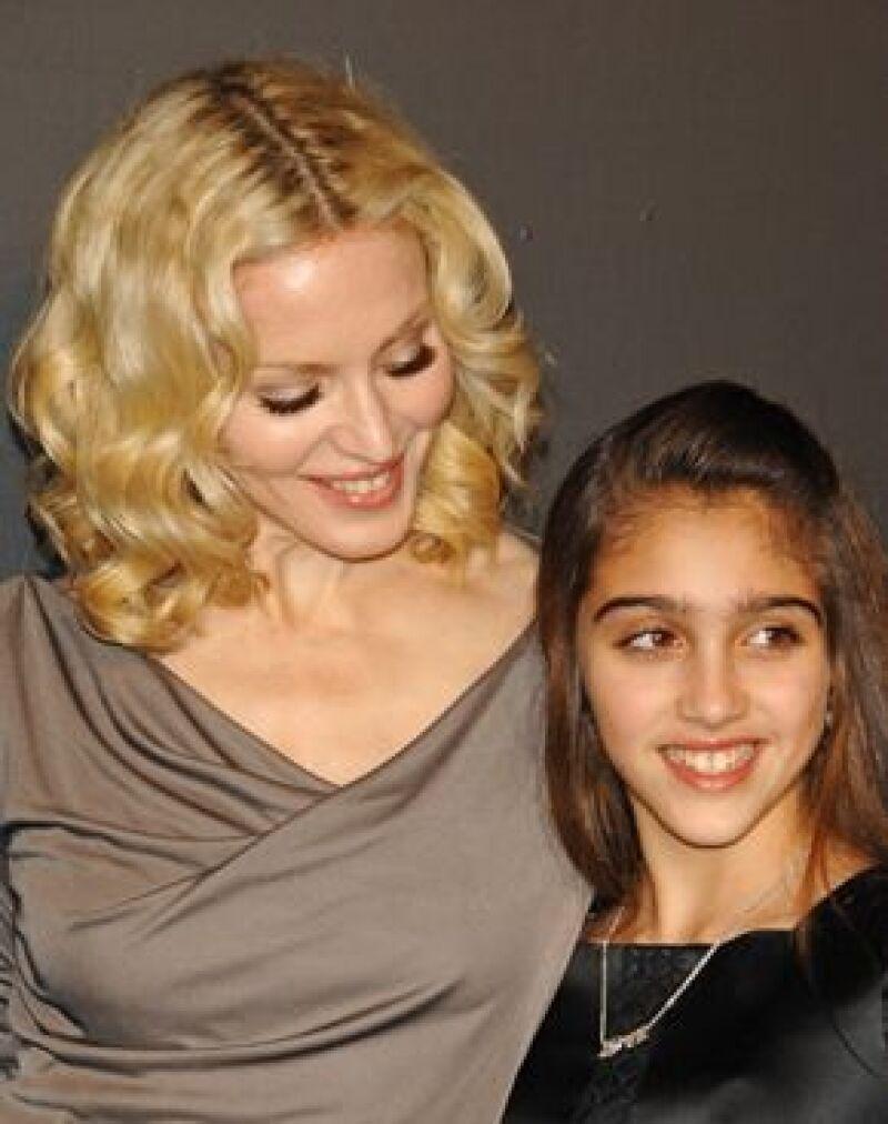 Una publicación estadounidense asegura que la cantante no puede soportar que su hija de 12 años, Lourdes María se esté convirtiendo en una bella adolescente.