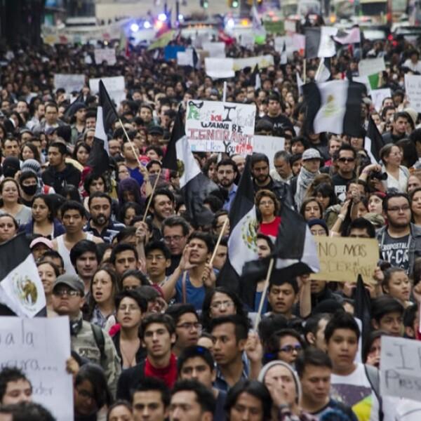 Integrantes de la sociedad civil marcharon del Ángel de la Independencia en contra de la ley de telecomunicaciones