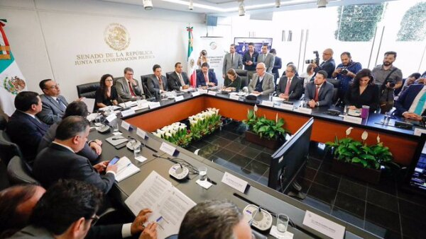 Senadores discuten el outsourcing