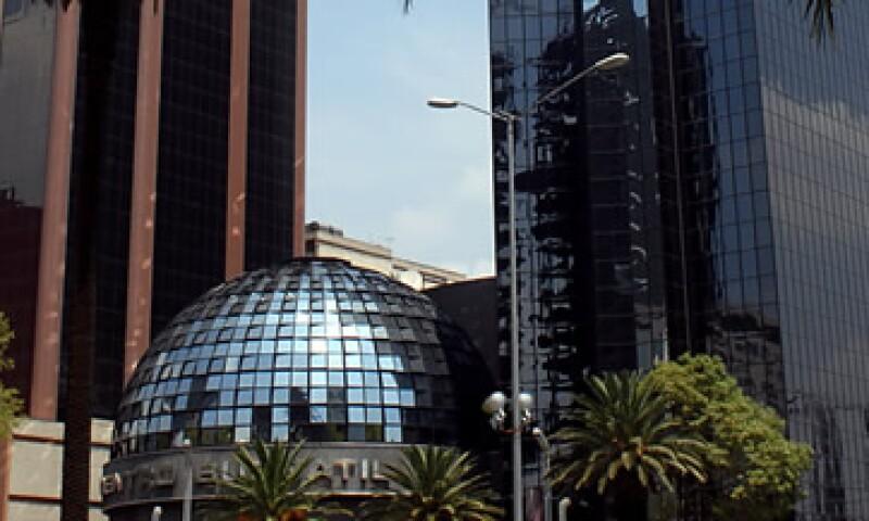 La Bolsa mexicana cerró el viernes pasado con una fuerte caída debido a un error en el precio de órdenes de compra-venta de acciones. (Foto: Notimex)