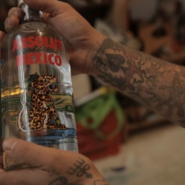"""""""La marca ha colaborado con más de 400 artistas en el mundo para crear este tipo de ediciones especiales; el primero fue Andy Warhol"""", dijo la brand manager de Absolut Vodka, Lucía Olvera."""