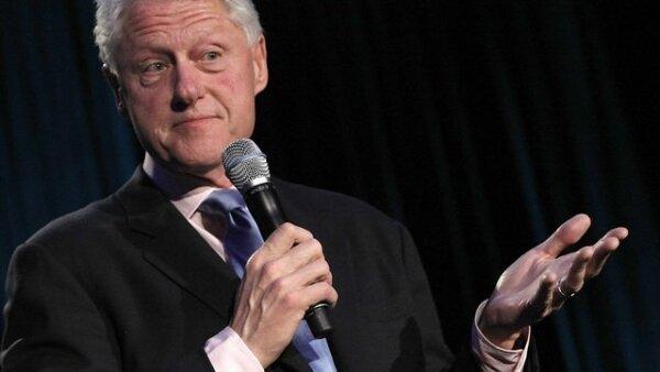 El ex presidente Bill Clinton dirige unas palabras a los jóvenes que asistieron al encuentro.