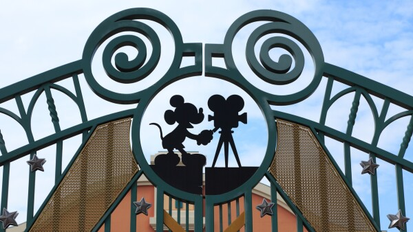 Disney gana la puja