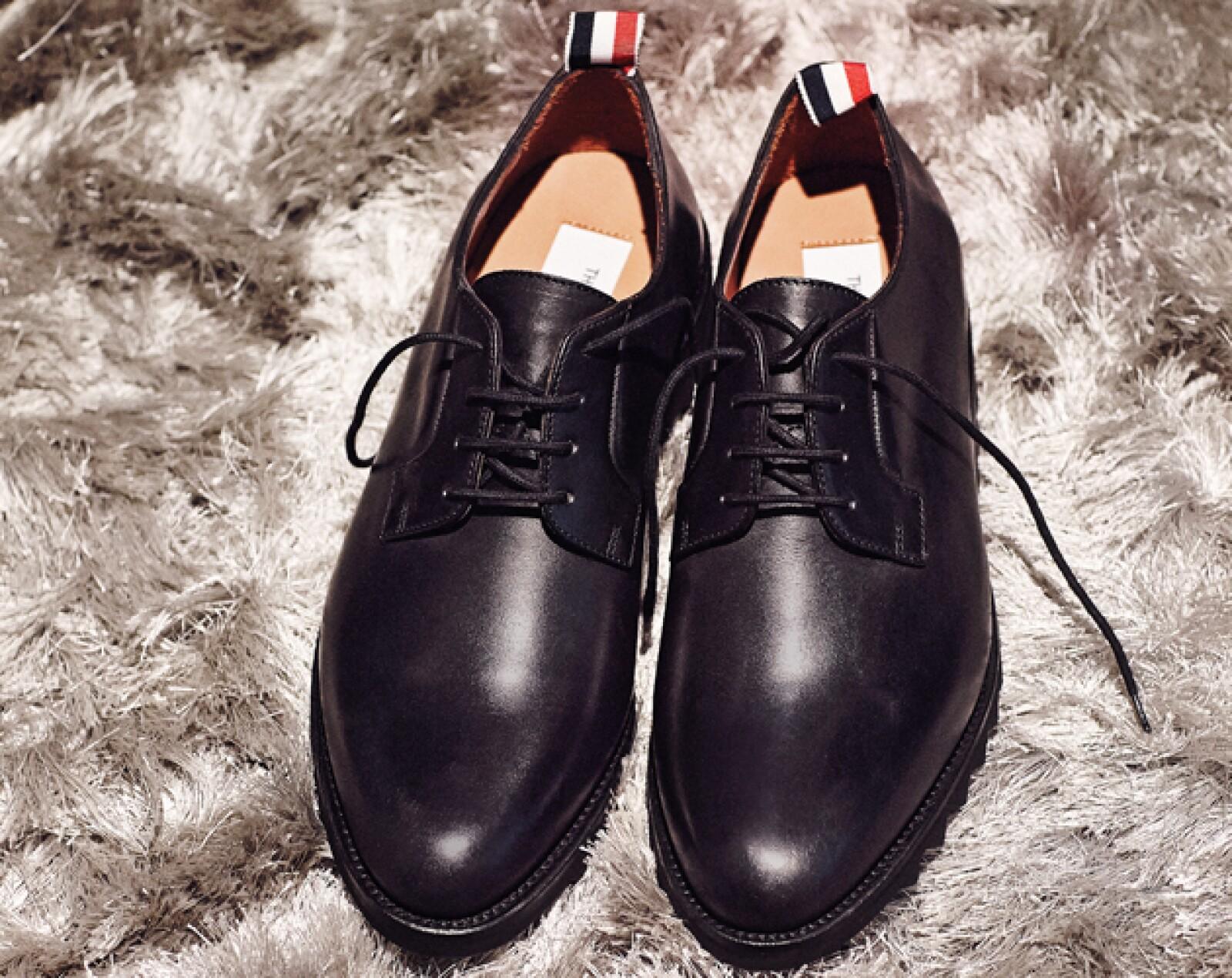 Zapatos, Ermenegildo Zegna. Pantalones, Incotex para Silver Deer. Calcetines, Opus para Sears.