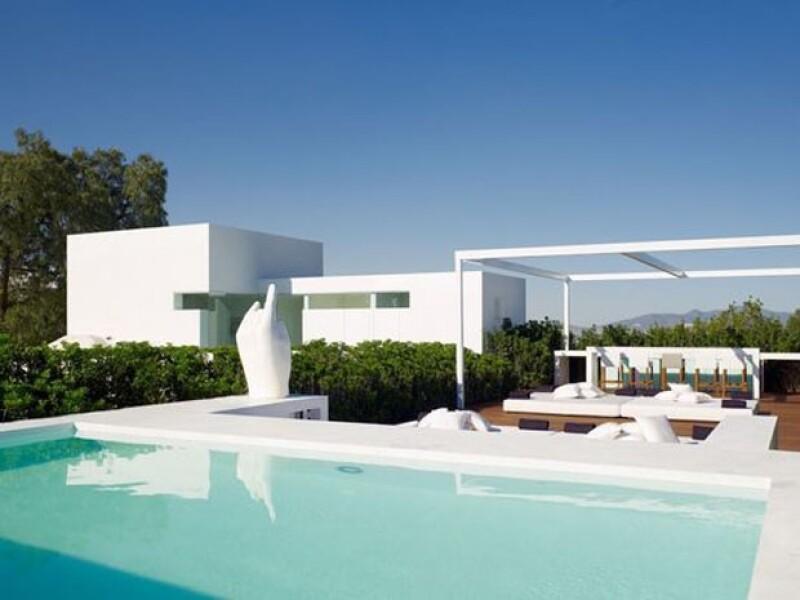 En una página de diseño en la que figura el arquitecto encargado de la obra pueden apreciarse las imágenes de la casa.
