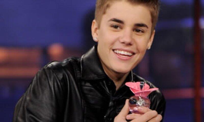Justin Bieber promocionaba su perfume en algunos programas de televisión estadounidense. (Foto: Getty Images)