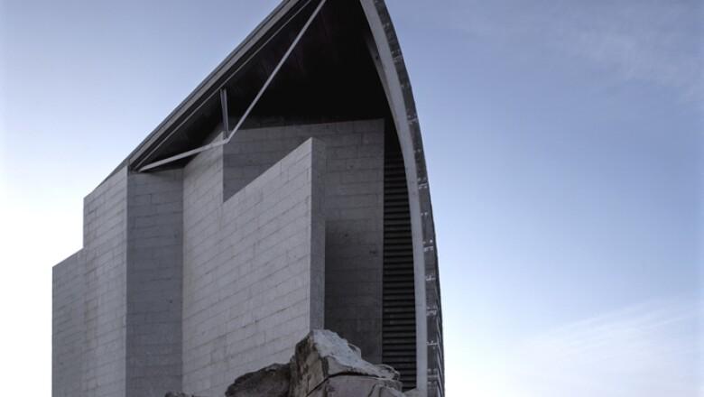 Domus: La Casa del Hombre, Coruña, España (1995)