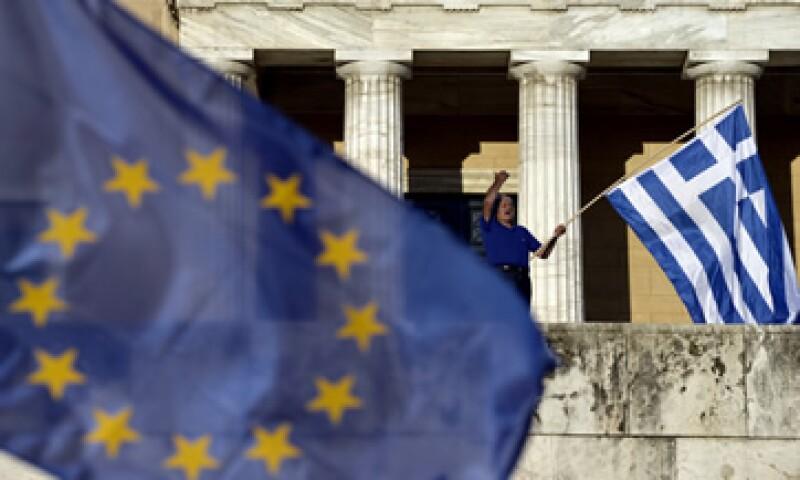 Grecia tendría que introducir controles de capital para evitar que sus bancos cierren si no llega a un acuerdo con sus acreedores. (Foto: AFP )