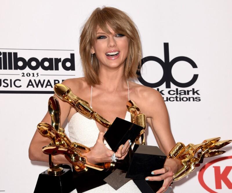 La cantante ha roto récord con su disco 1989 al ser el primero, en más de 10 años, en vender cinco millones de copias en Estados Unidos.