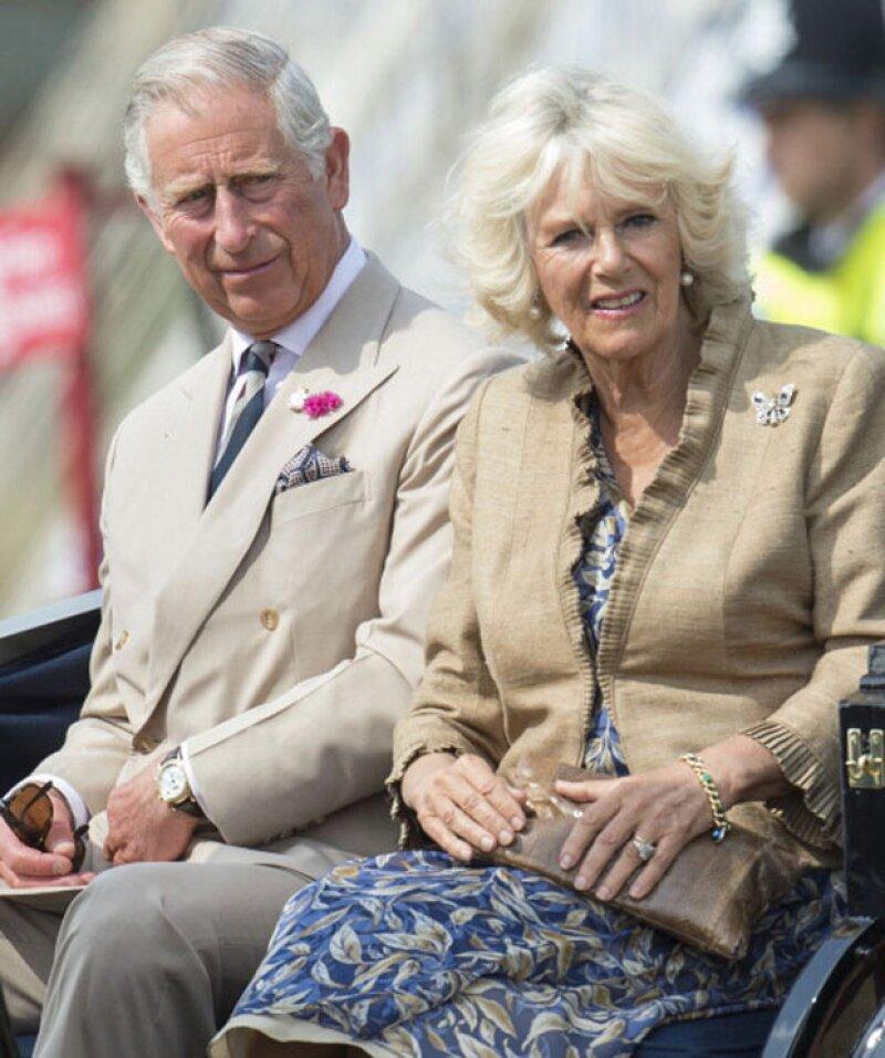 ¿Quieres ser el tuitero real? Hay una vacante en gestión comunicación digital para el padre del príncipe William y Henry.
