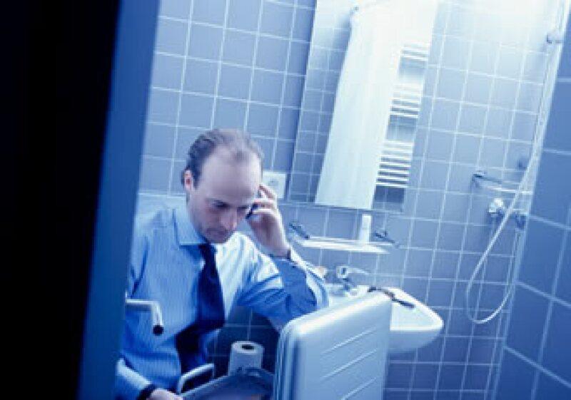 La telefonía ha llegado más pronto a las clases pobres que la higiene, resalta un funcionario de la ONU. (Foto: Jupiter Images)