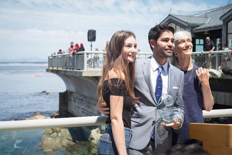 Meadow, la hija del fallecido actor, se dejó ver como pocas veces en un evento en el que se premió a Adrian Grenier a través de la fundación de Paul.