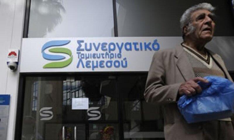 El Gobierno chipriota dijo que no tiene otra opción que aceptar el rescate con el impuesto a los depósitos.  (Foto: AP)