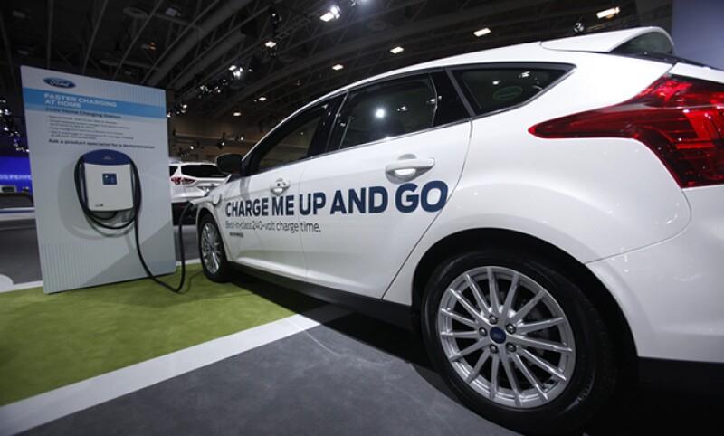 Además de modelos, las automotrices revelan sus avances tecnológicos como autos de hidrógeno, eléctricos y con otras energías limpias. En la imagen, el Ford Focus eléctrico.